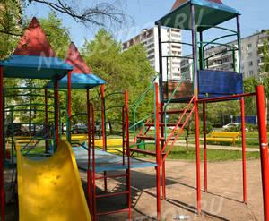 Детская площадка ЖК на улице Отрадная, 20 (28.04.2013 г.)