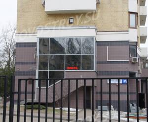 ЖК «на Ярцевской улице»: Цоколь в торце здания, 12.03.2015