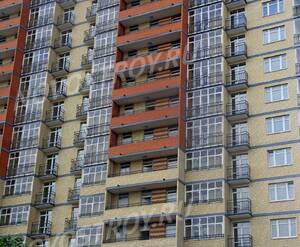 ЖК «Дом на Зеленой»: 02.08.2015 - Фрагмент построенного корпуса, средние этажи, вид с ул Новая