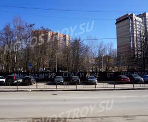 ЖК «МитиноСити»: место застройки. На ограждении - протестные надписи.