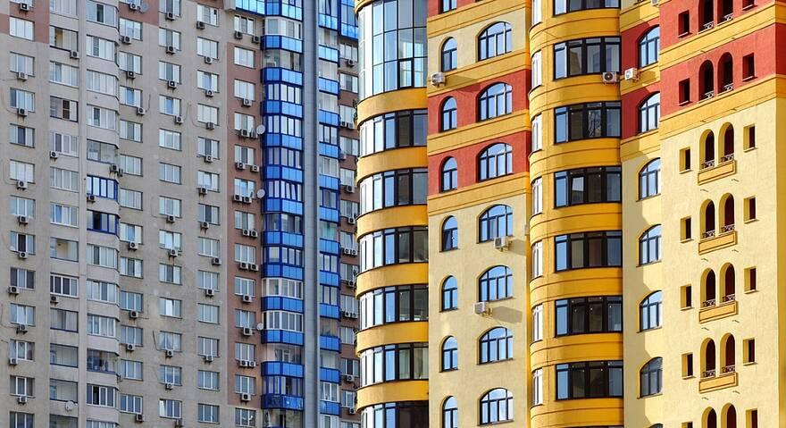 Спрос на готовые квартиры упал в два раза, это должно затормозить цены, уверены эксперты